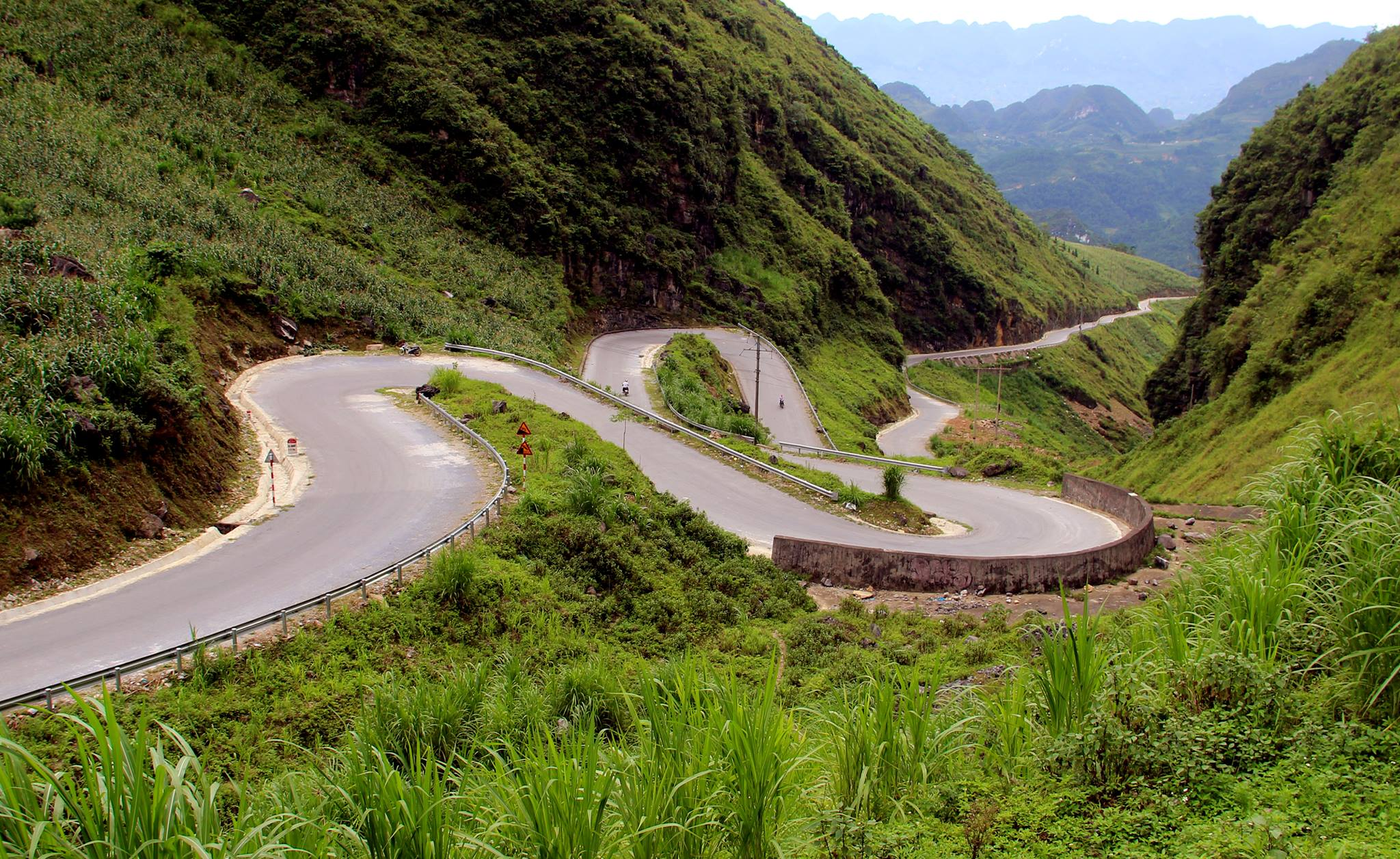 WHY SHOULD YOU CHOOSE MOTORBIKE TO TRAVEL IN VIETNAM